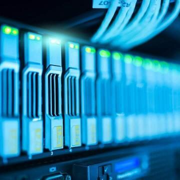 What are the key trends that run the data center networking market?